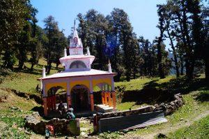 Utttarakhand Trip Trek:  Sarkunda Temple on the way to Nag tibba
