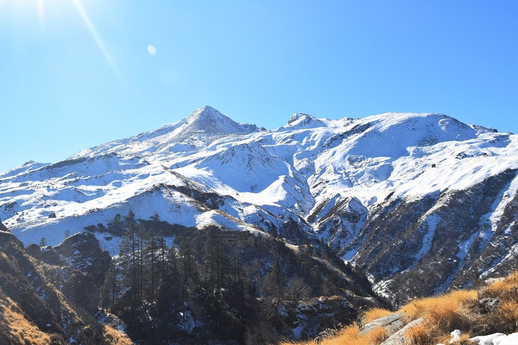 beautiful snow coverd mountains on kuari pass trek