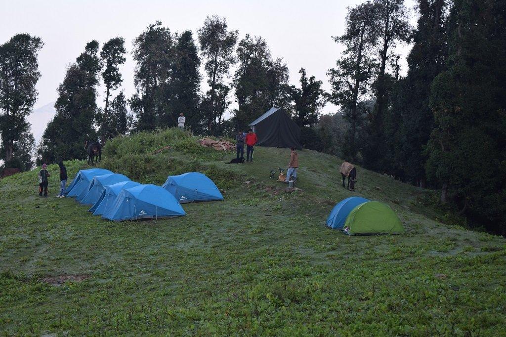 camp site at nag tibba trek