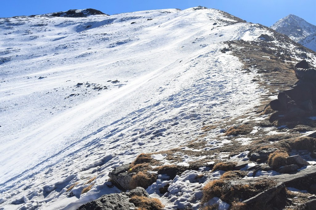 snow coverd mountains on kuari pass trek