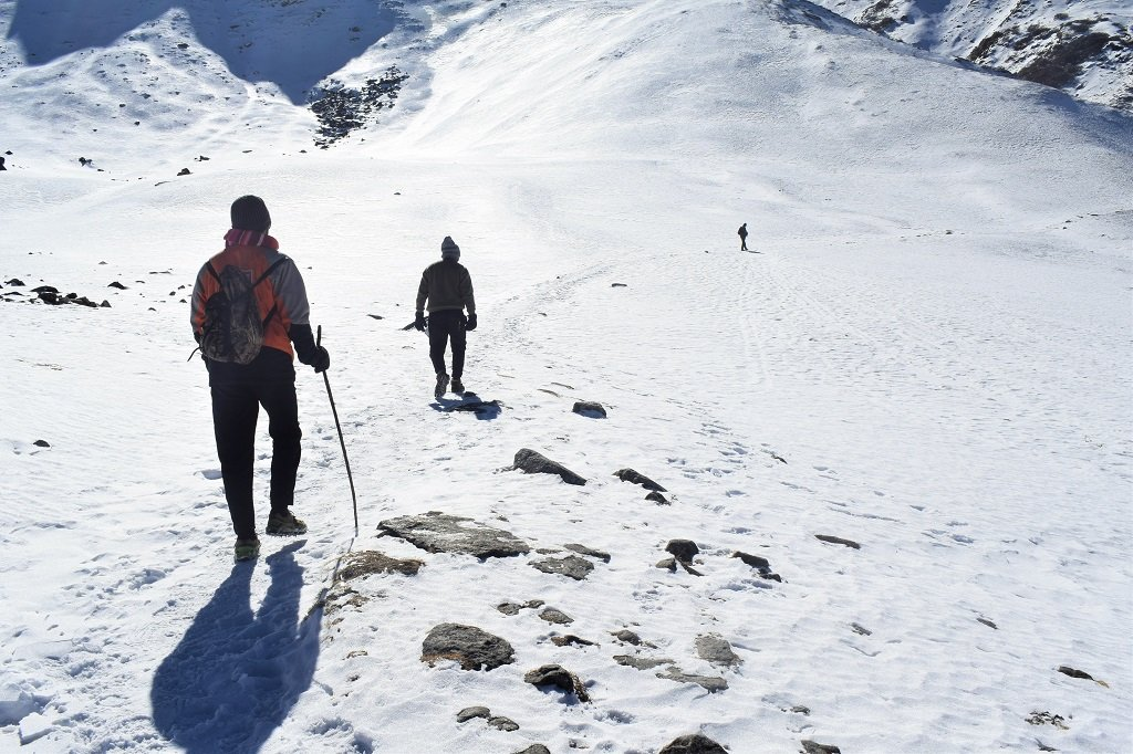 walk on snow at kuari pass trek