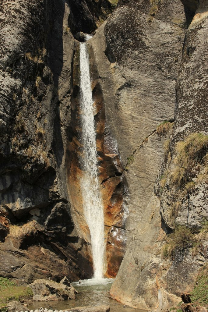 water fall en route of har ki dun trek