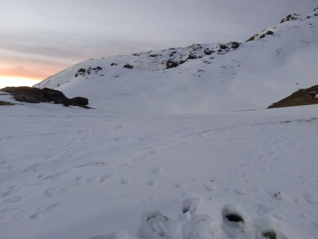 Snow fall at Kedarkanth Trek