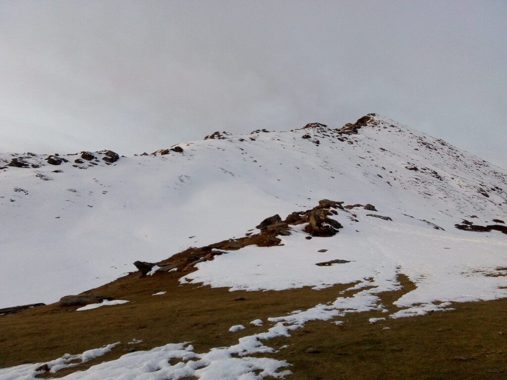 Snow fall at kedarkantha trek