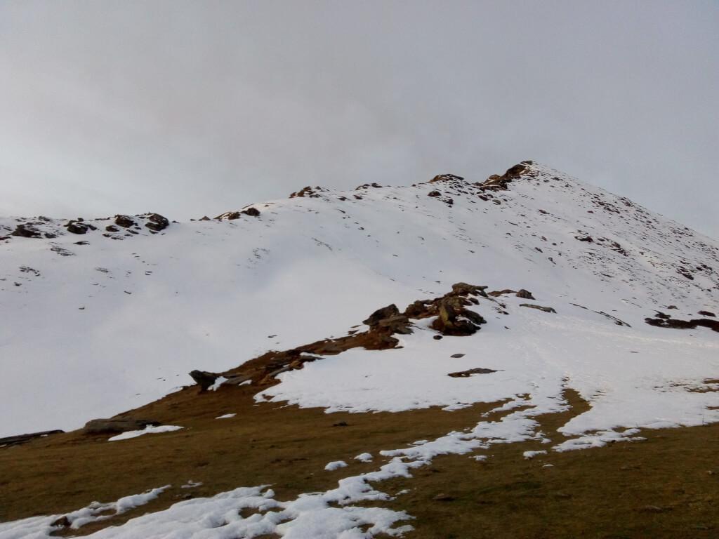 Snow fall at kedarkantha trek