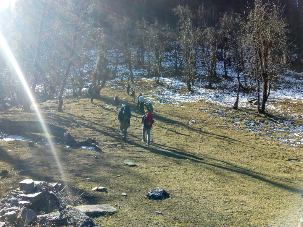 Trek from jadu ka talab to kedarkantha base camp