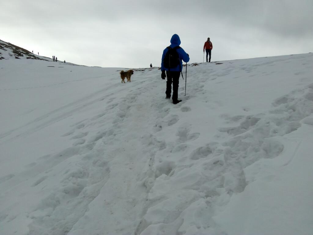 Trek to kedarkantha base camp to summit