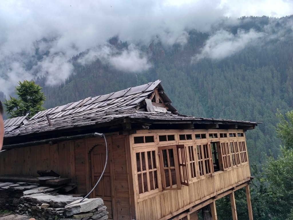 hut on rupin pass trek