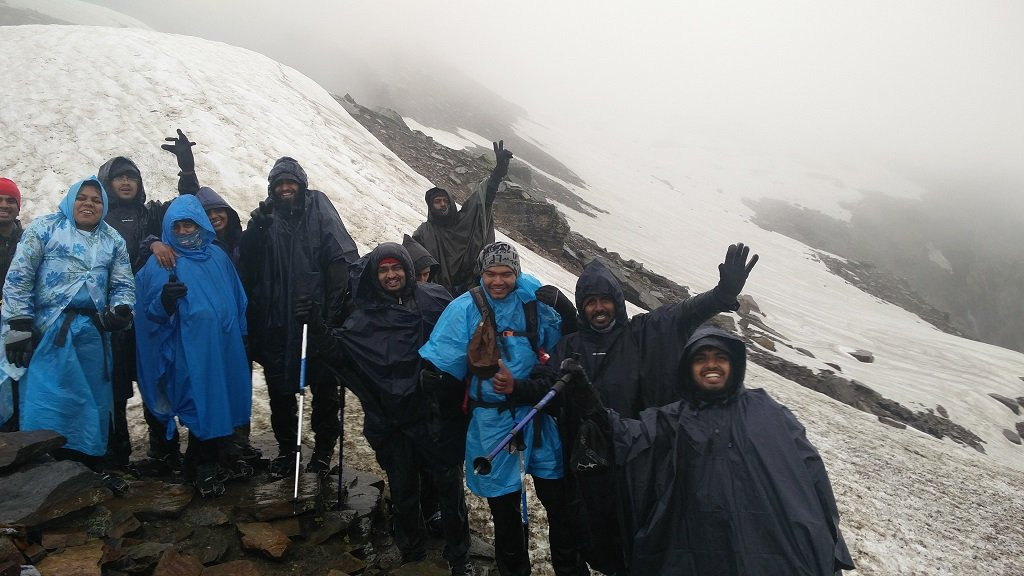 trekkers group on rupin pass trek