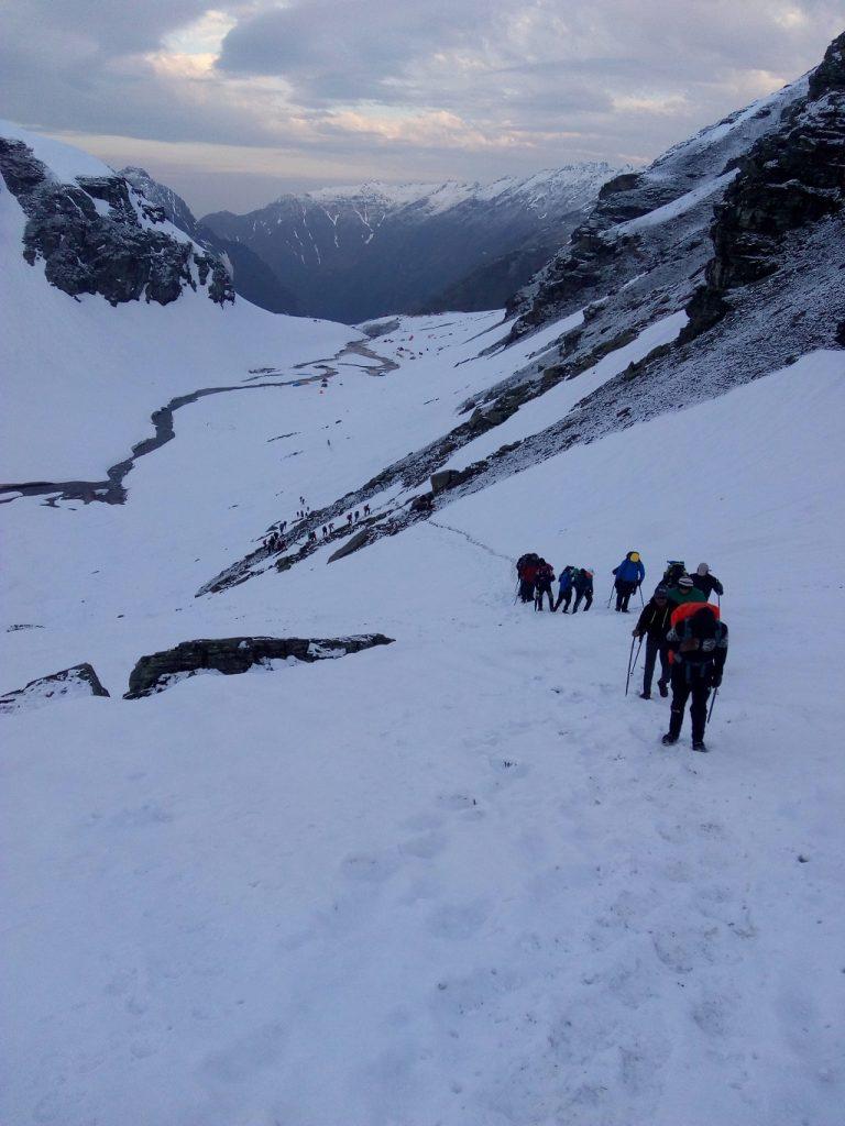 beautiful snow trek rupin pass
