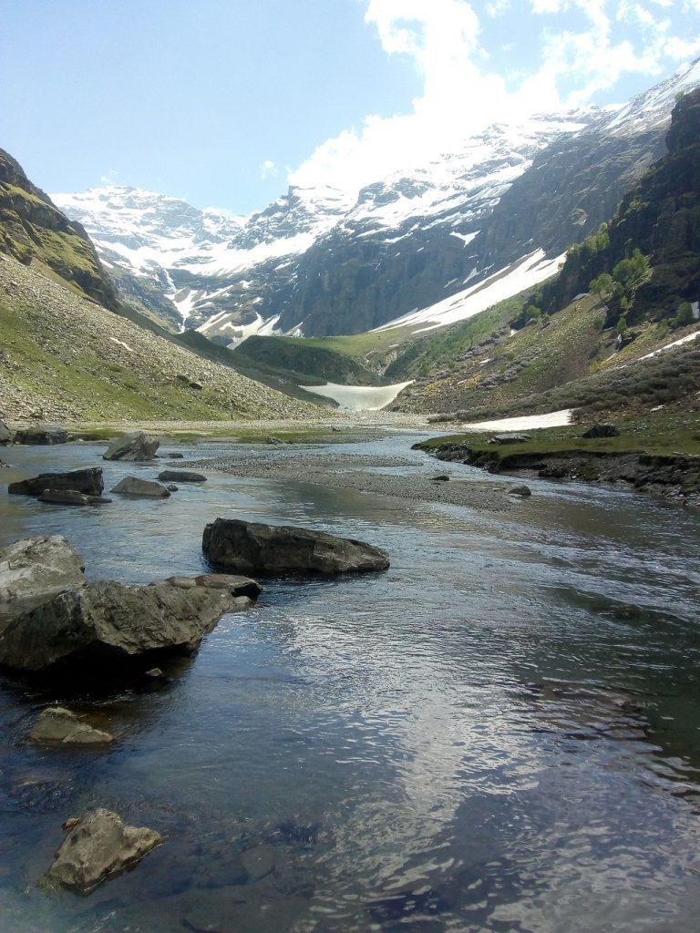 river on rupin pass trek