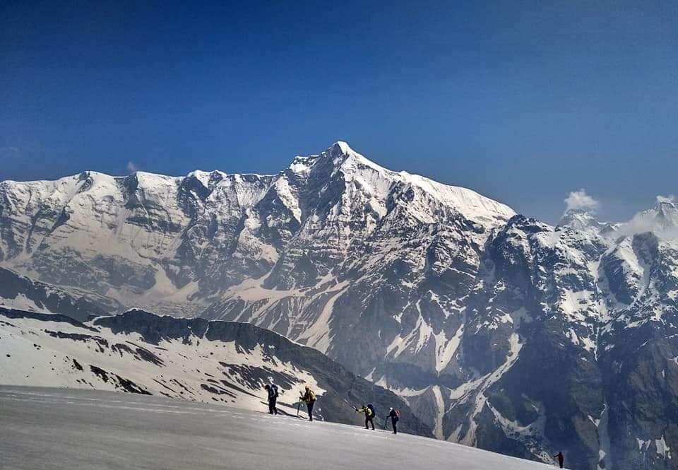 snow coverd mountains in sunderdunga trek