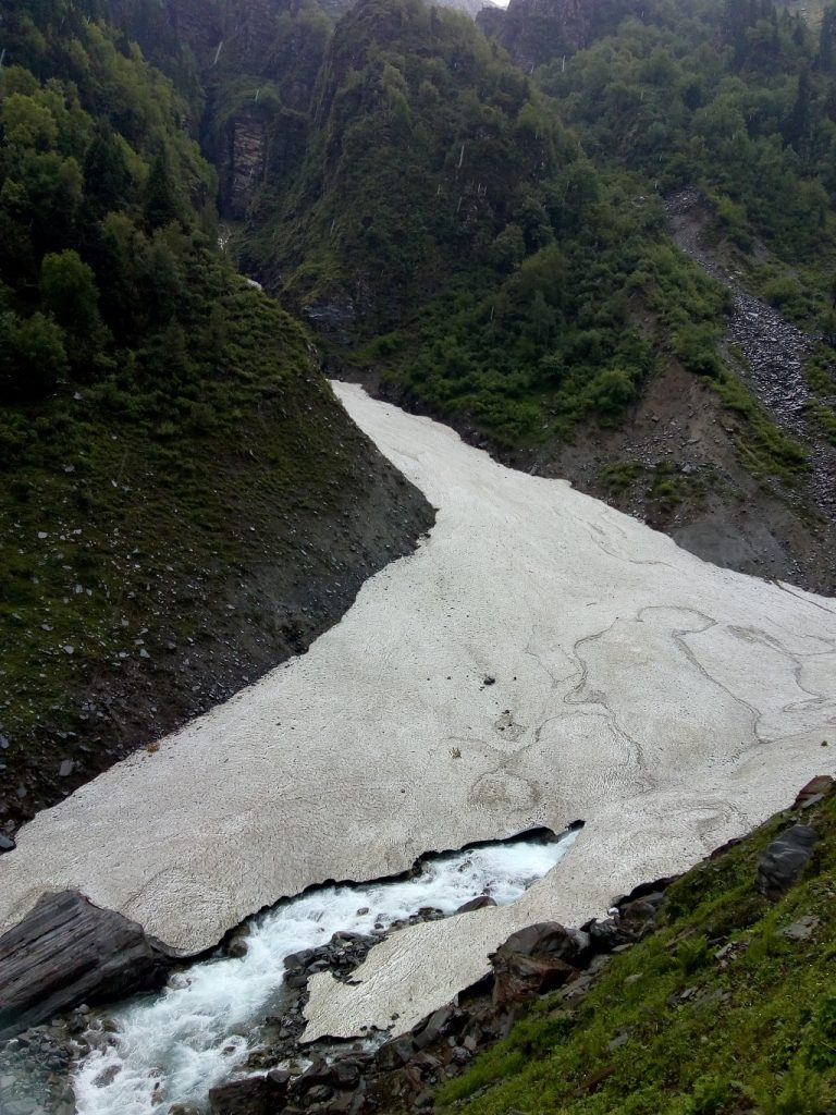 snow coverd river in rupin pass